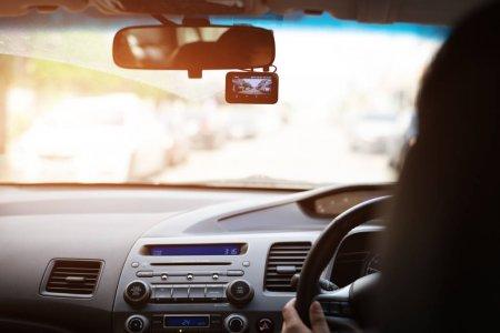Почему стоит купить видеорегистратор в машину и автомобильный телевизор?